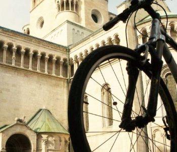 BIcicletta davanti al duomo di Trento