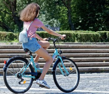 Studentessa in bici