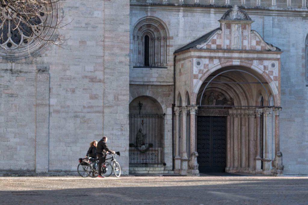 biciclette davanti al duomo di Trento